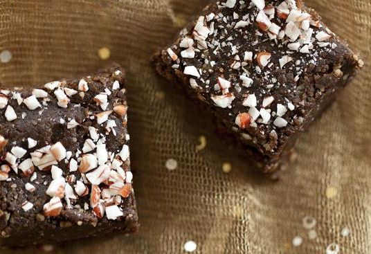 Simple 6-Ingredient Raw Brownie Recipe + Video