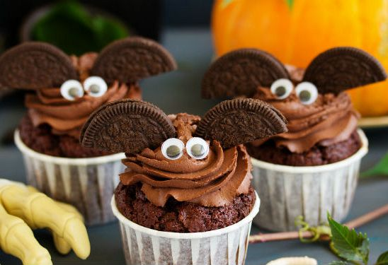Halloween Bats! Chocolate Protein Cupcakes